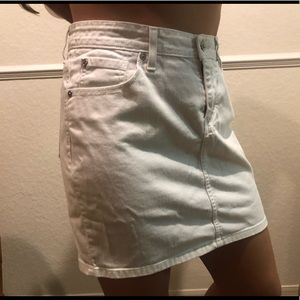 White denim Levi's Skirt